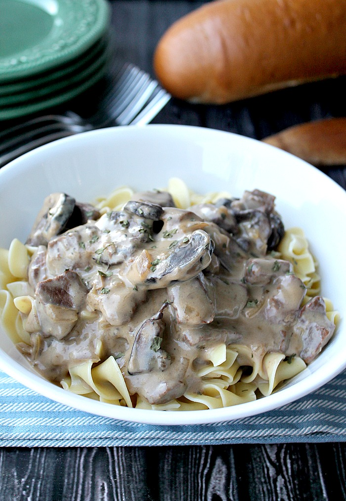 Need an easy dinner option? Try out this Slow Cooker Beef & Mushrooms Recipe! Perfect for a weeknight meal!