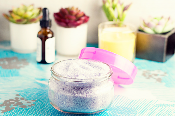 Do you love a good DIY Beauty project? You will LOVE this DIY Lavender Bath Soak!