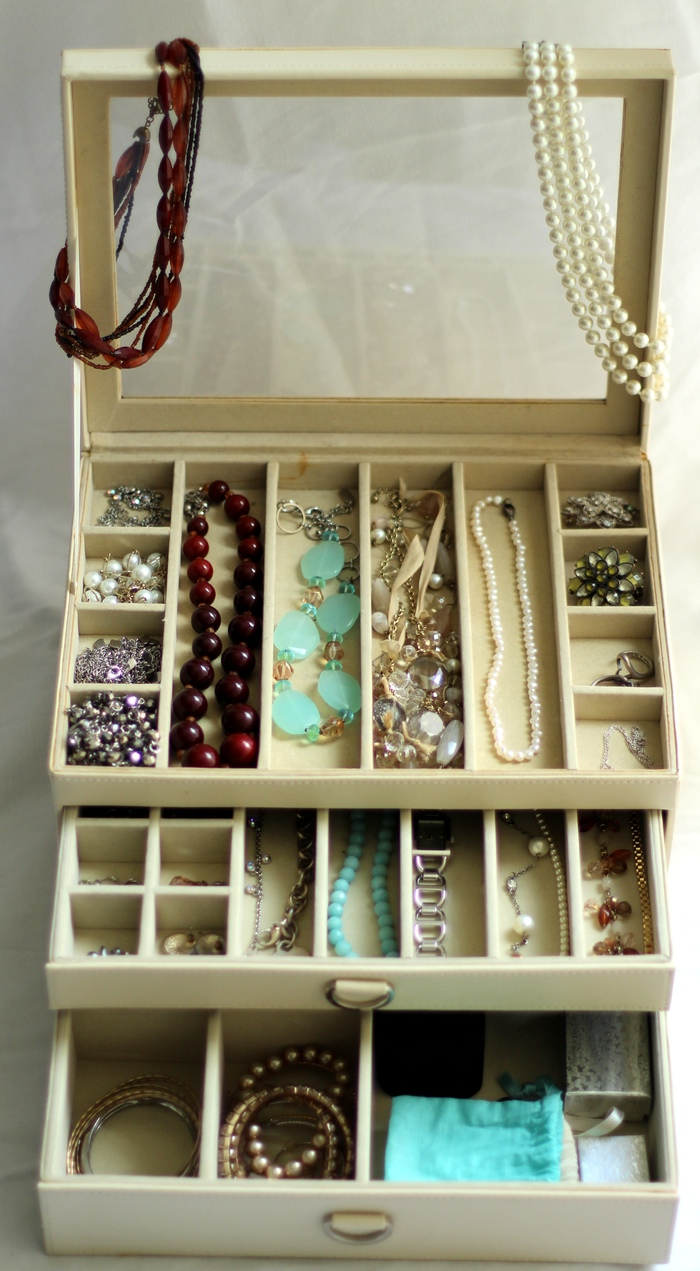 4 Tips for Organizing Jewelry • Taylor Bradford