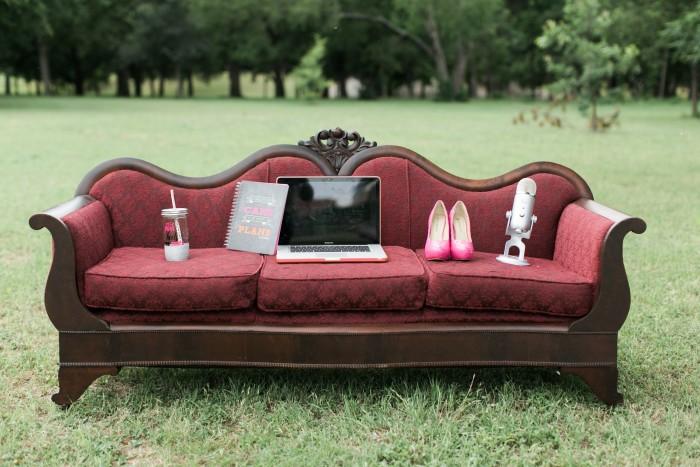 Taylor Bradford, Lifestyle Blogger at Pink Heels Pink Truck. Rental Credit: VintageSparkleRentals.com