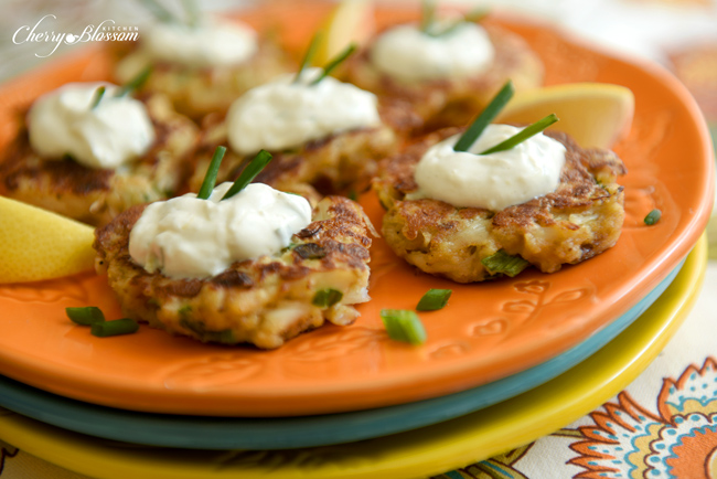 Love Crab Cakes? Looking for a healthier version? This recipe is for you! Try out these Crab Cakes with Light Sour Cream Sauce!