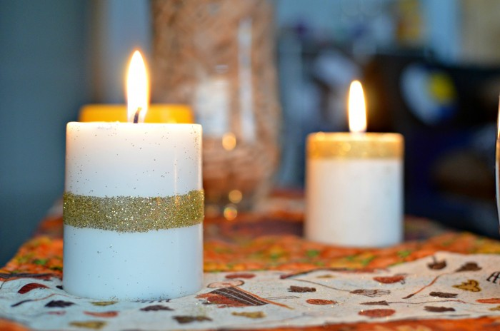Want to spice up your boring white candles? How about adding glitter? Check out this super simple DIY Glittered Candles tutorial!