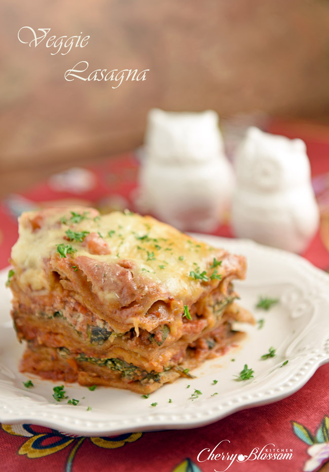 Need an easy weeknight meal? How about this Slow Cooker Veggie Lasagna?? Put that crockpot to work!