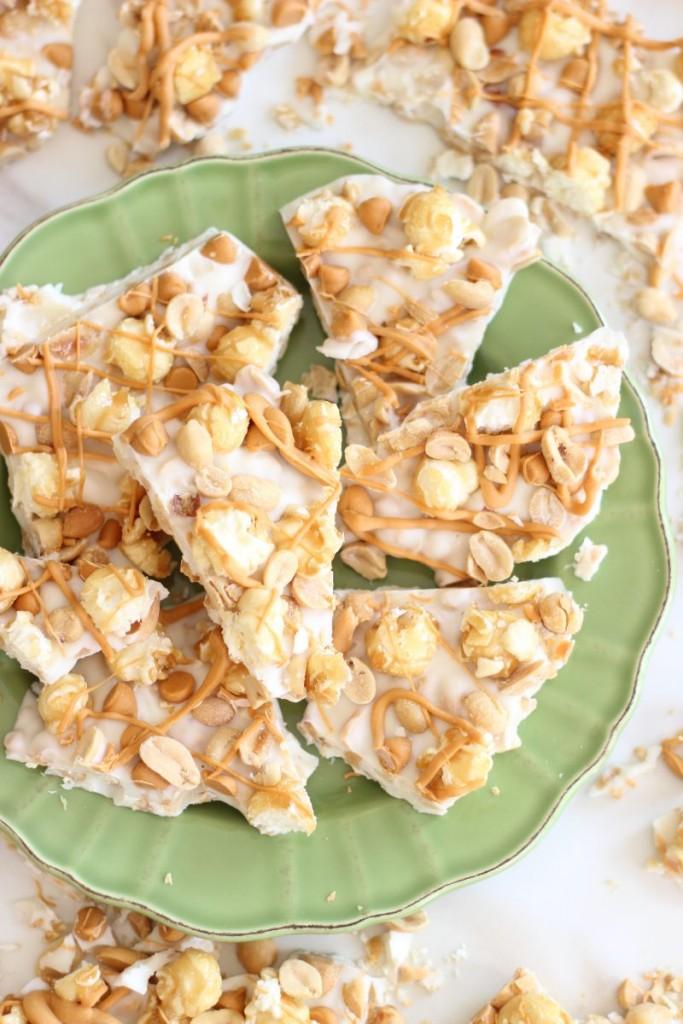 salted-peanut-butterscotch-caramel-corn-white-chocolate-bark-23-683x1024
