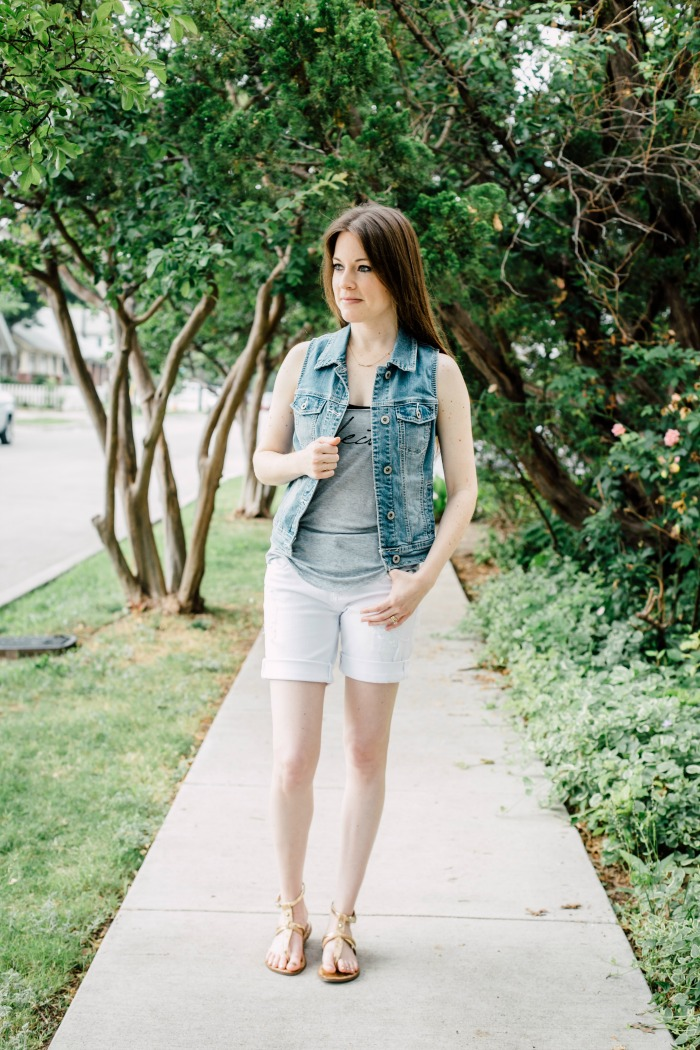 I'm showing you how I styled a pair of white jean shorts that I received in one of my Stitch Fix boxes. Perfect summer time oufit!